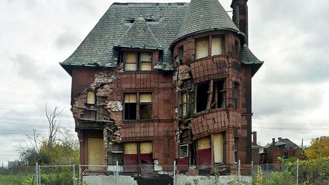 an abandoned home in detroit