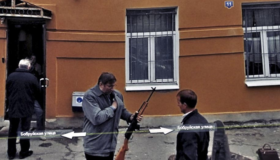 a man casually brandishing an assault weapon in russia